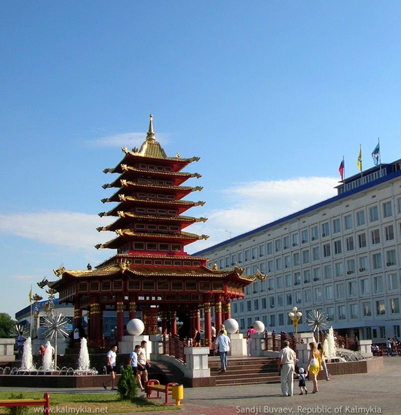 http://www.kalmykiatour.com/images/pagoda-in-elista-1200.jpg