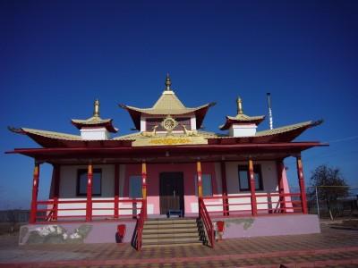 Буддийский храм в городе Лагань